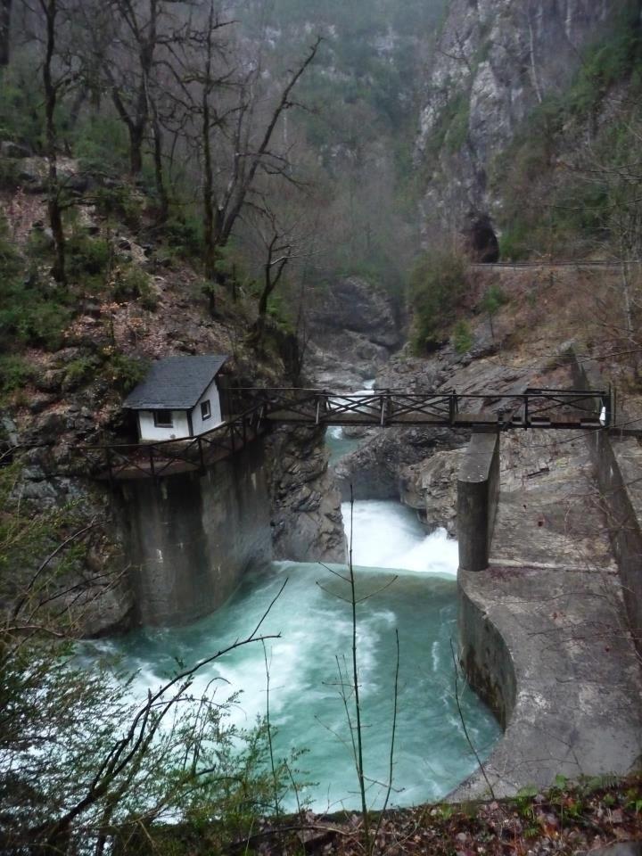 Cañón de Añisclo, río Bellós, con bastante caudal. Foto de Juampe Hidalgo
