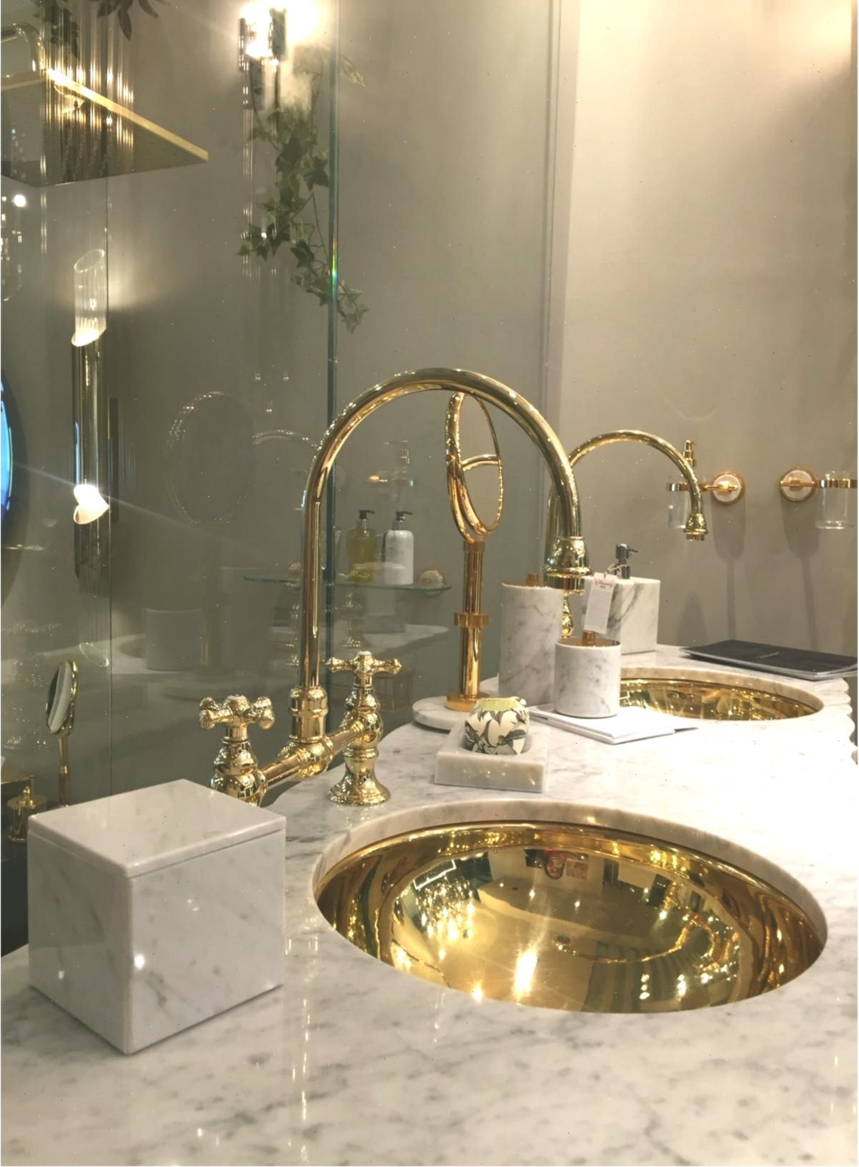 Curated Design 6 Bathroom Decor Ideas Badezimmerdekor Bathroomdecorluxury In 2020 Bathroom Decor Luxury Luxury Home Decor Luxury Bathroom