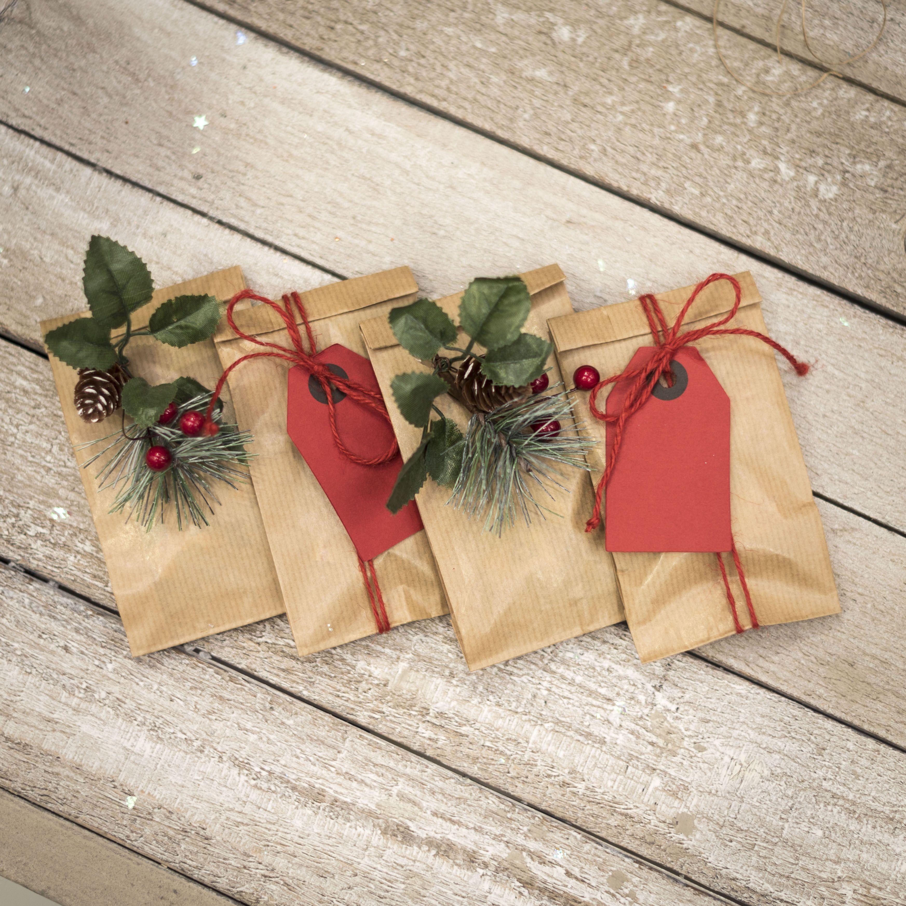 Idea fai da te per piccoli regali di Natale. Usa dei sacchettini