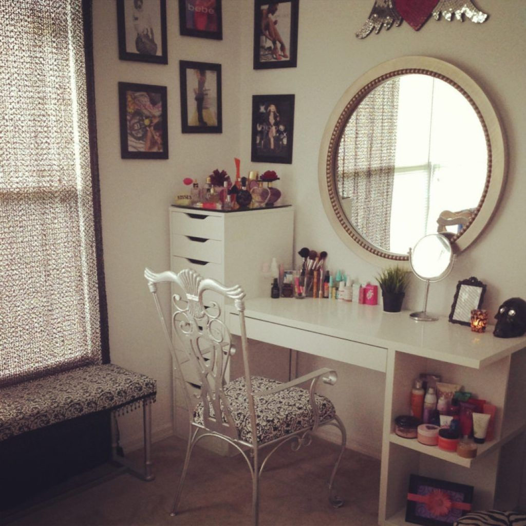 Very Impressive Makeup Desks For Beauty Ideas You Can Have In Your