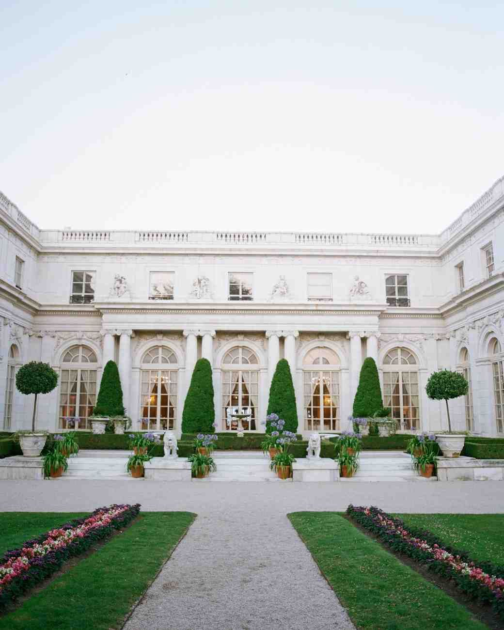 New England Wedding Venues: A Timeless New England Wedding At A Newport Mansion