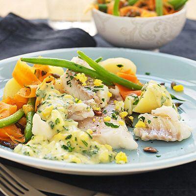 kokt torsk med ägg och persiljesås