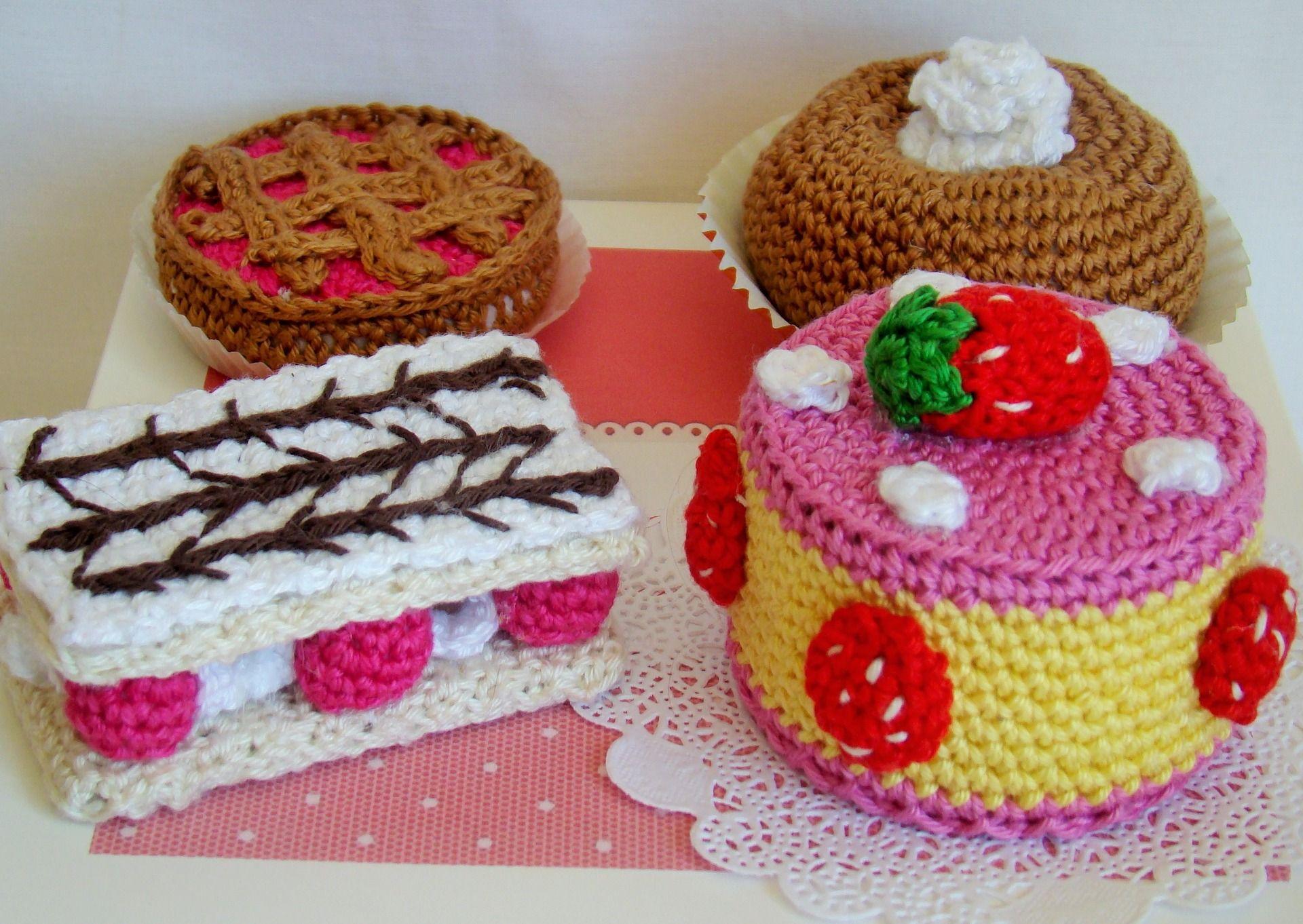 Dinette ou d coration de p tisseries au crochet avec sa boite et dentelles pour g teau jeux - Decoration au crochet ...