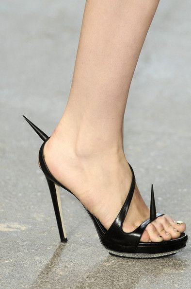 Alejandro Ingelmo for Cushnie et Ochs Black Patent Killer Heels Spring 2011 #Shoes #Heels