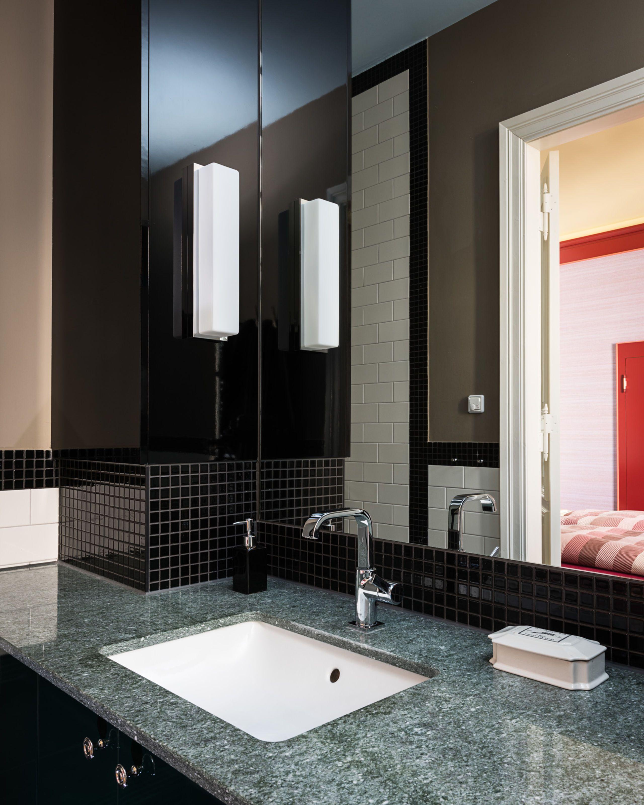 Badezimmerfliesenideen um badewanne ideen für kleine badezimmer elegante badezimmereinrichtung