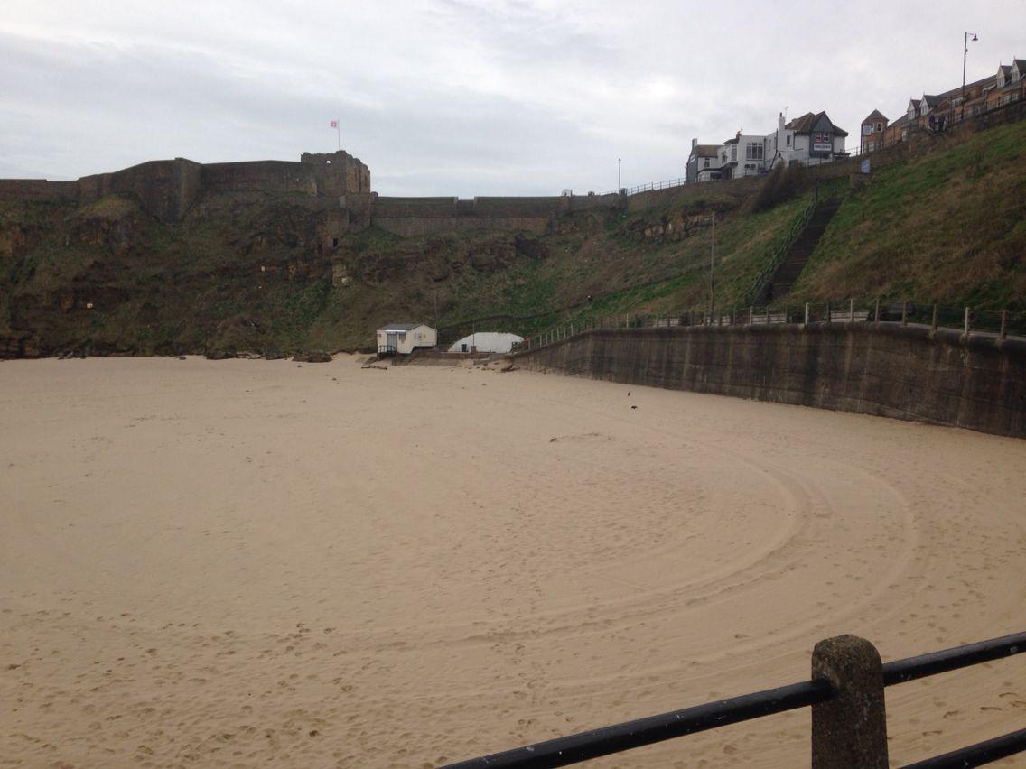 Tynemouth king Edwards bay beach 15 th April 8 am 2015 www.tynemouthwebcam.com