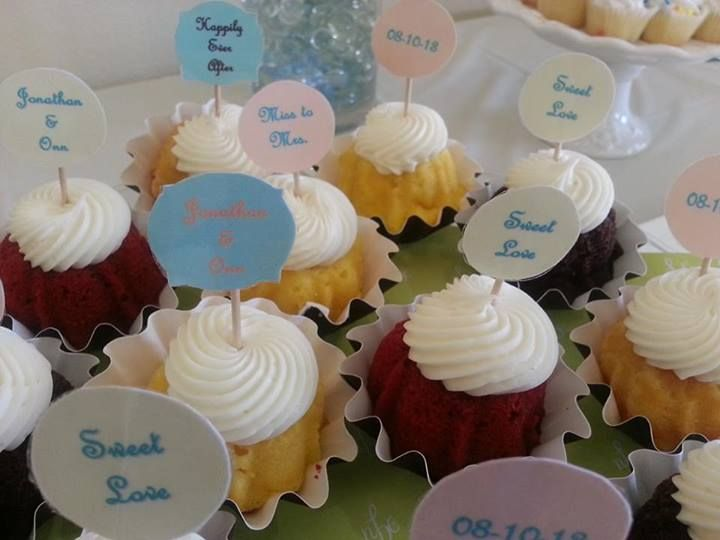 Cute little bundtinis from nothing bundt cakes the bride