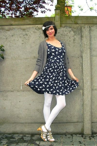foto de blue dress white tights beige shoes gray cardigan
