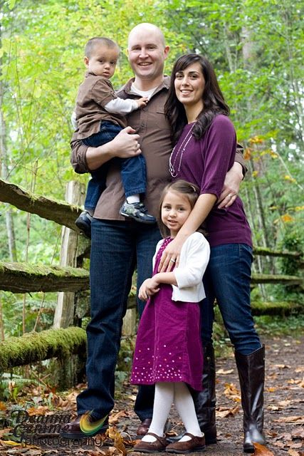 Family picture outfit idea purple brown blue jeans