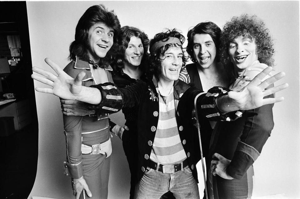 The Sensational Alex Harvey Band | Alex harvey, Harvey, Sensation