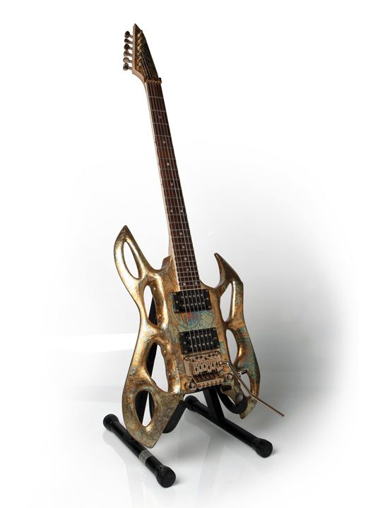 Video You Ll Be In Awe Of This Stunning Bespoke 3d Printed Guitar The Ease Of 3d Printing Has Enabled Michael Will Guitar Cool Electric Guitars Guitar Design