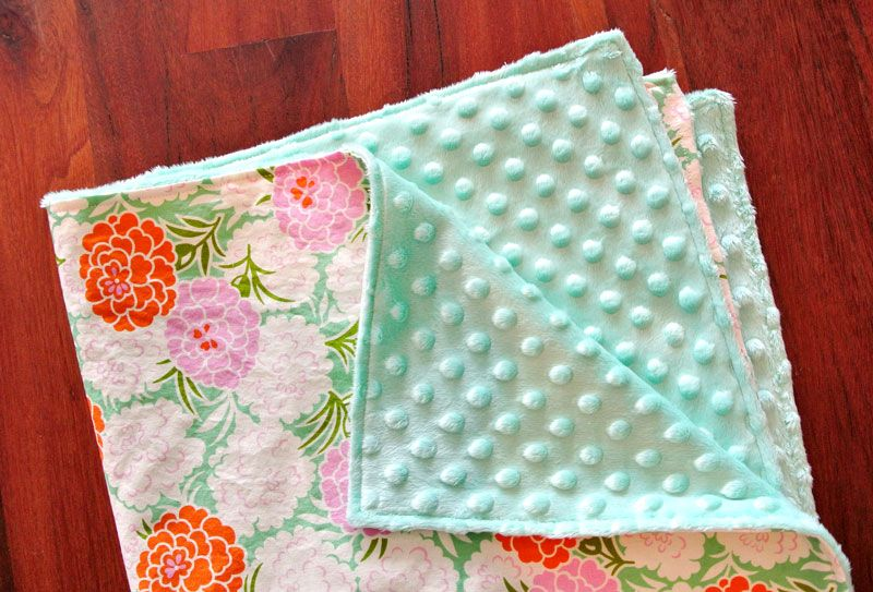 How To Make A Minky Baby Blanket In 30 Minutes! Suzy