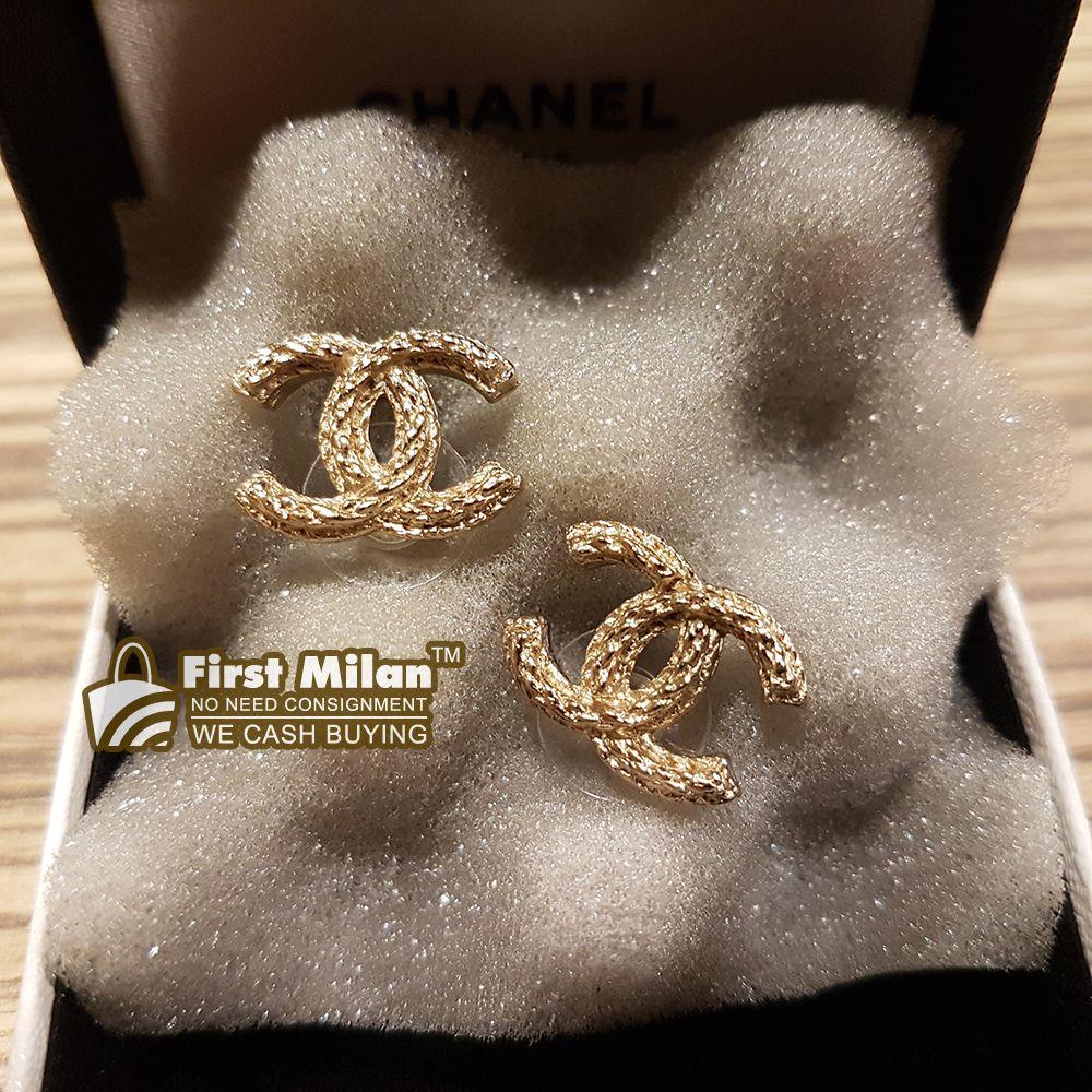CHANEL CC Twist Earrings. Price RM1,380 Chanel, Chanel