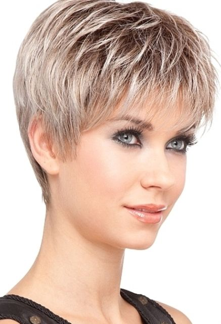 Style de coiffure cheveux courts