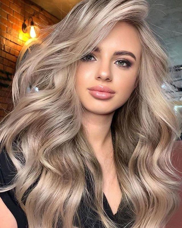 56 Beste Frisuren Geheimratsecken Fur Frauen Blonde Haare Mit Strahnen Beige Blonde Haare Frisur Geheimratsecken