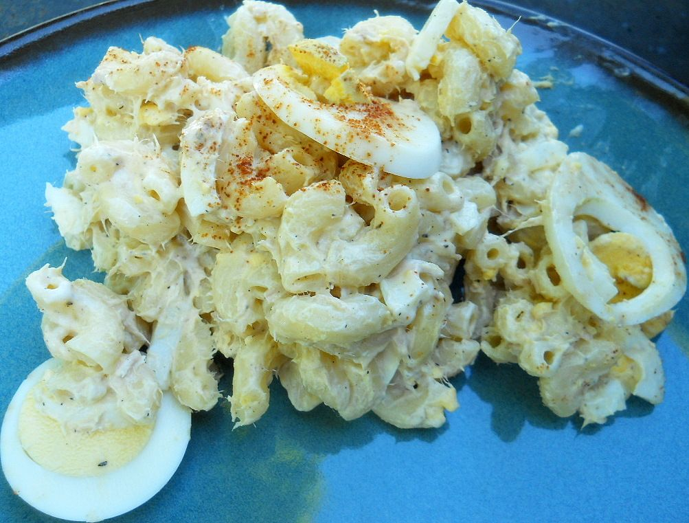 Cold tuna macaroni salad tuna macaroni salad macaroni for Tuna fish salad recipe with egg
