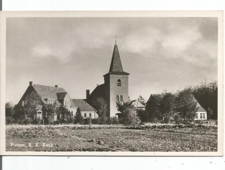 R.K. kerk met pastorie en dorpshuis Stroud.
