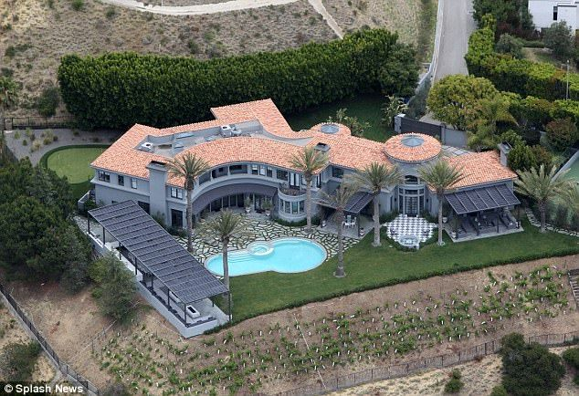 Kylie Jenner 19 Rents 35million Beverly Hills Mansion With