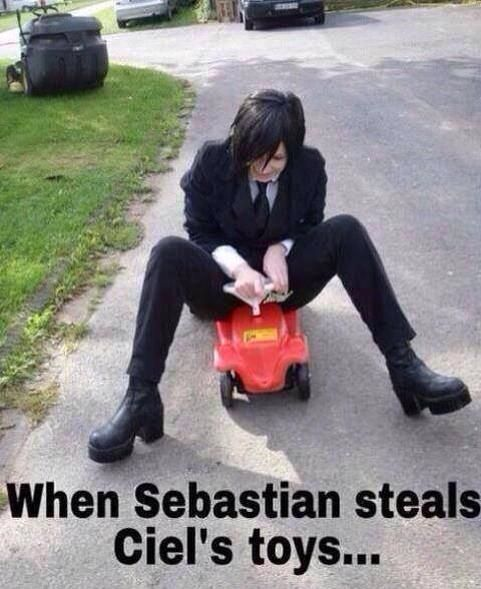 Is a very cut cosplay of Sebastian :3