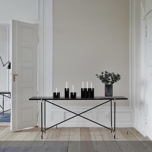 Skandinavisch schlicht  Konsole aus Marmor und Stahl