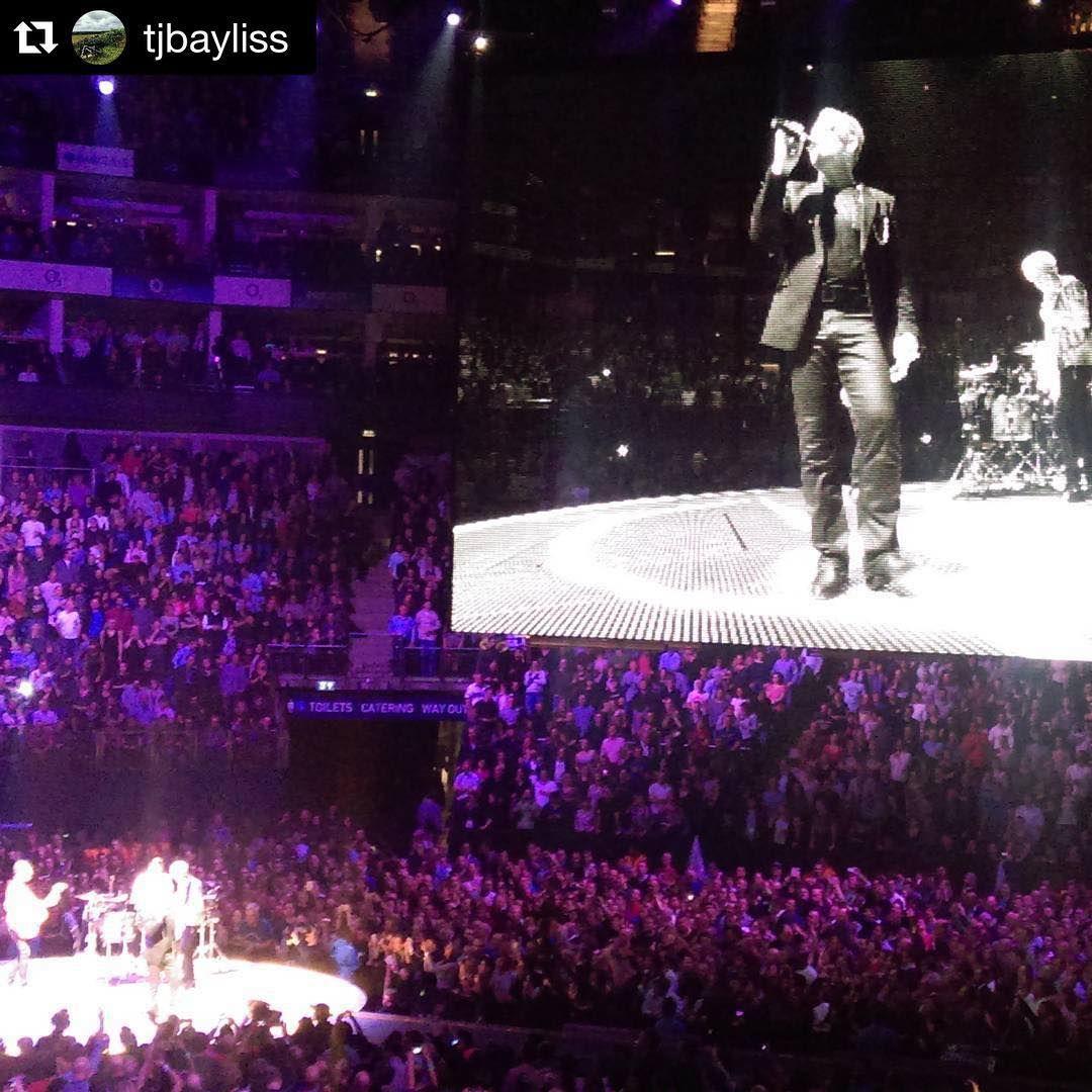 «#Repost @tjbayliss ・・・ Party Girl #U2 #u2ietour»