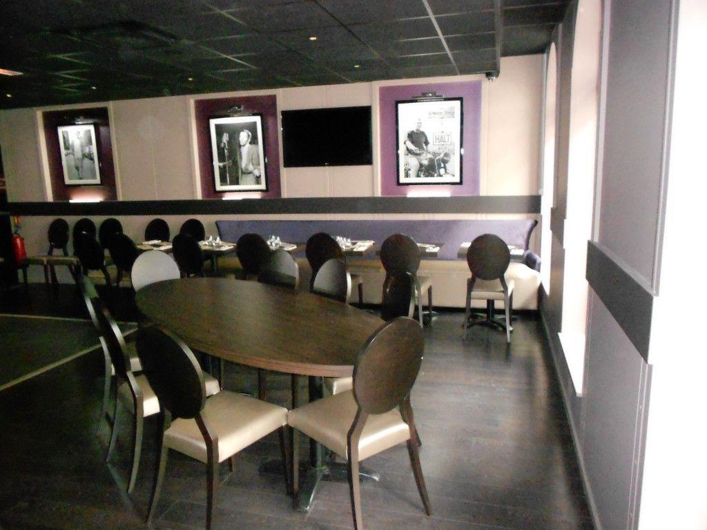 table et banquette sur mesure pour restaurant