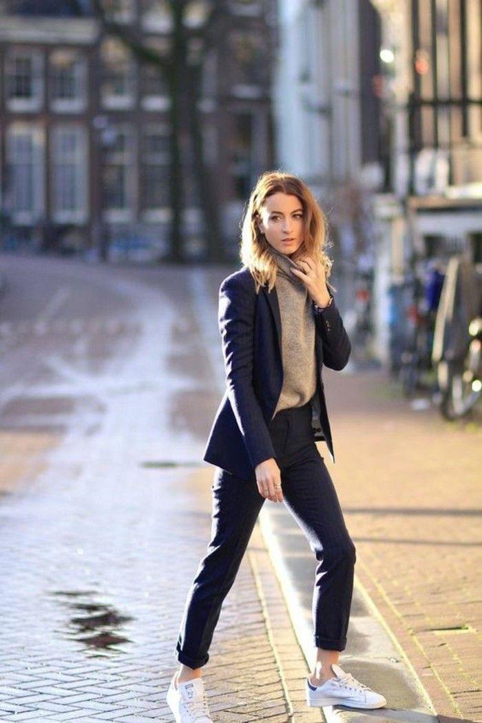 86d0ccb2bfa8 abbigliamento-casual-chic-donna -pantalone-blazer-elegante-maglione-scarpe-da-ginnastica