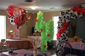 Resultado de imagen para farm party decoration balloons