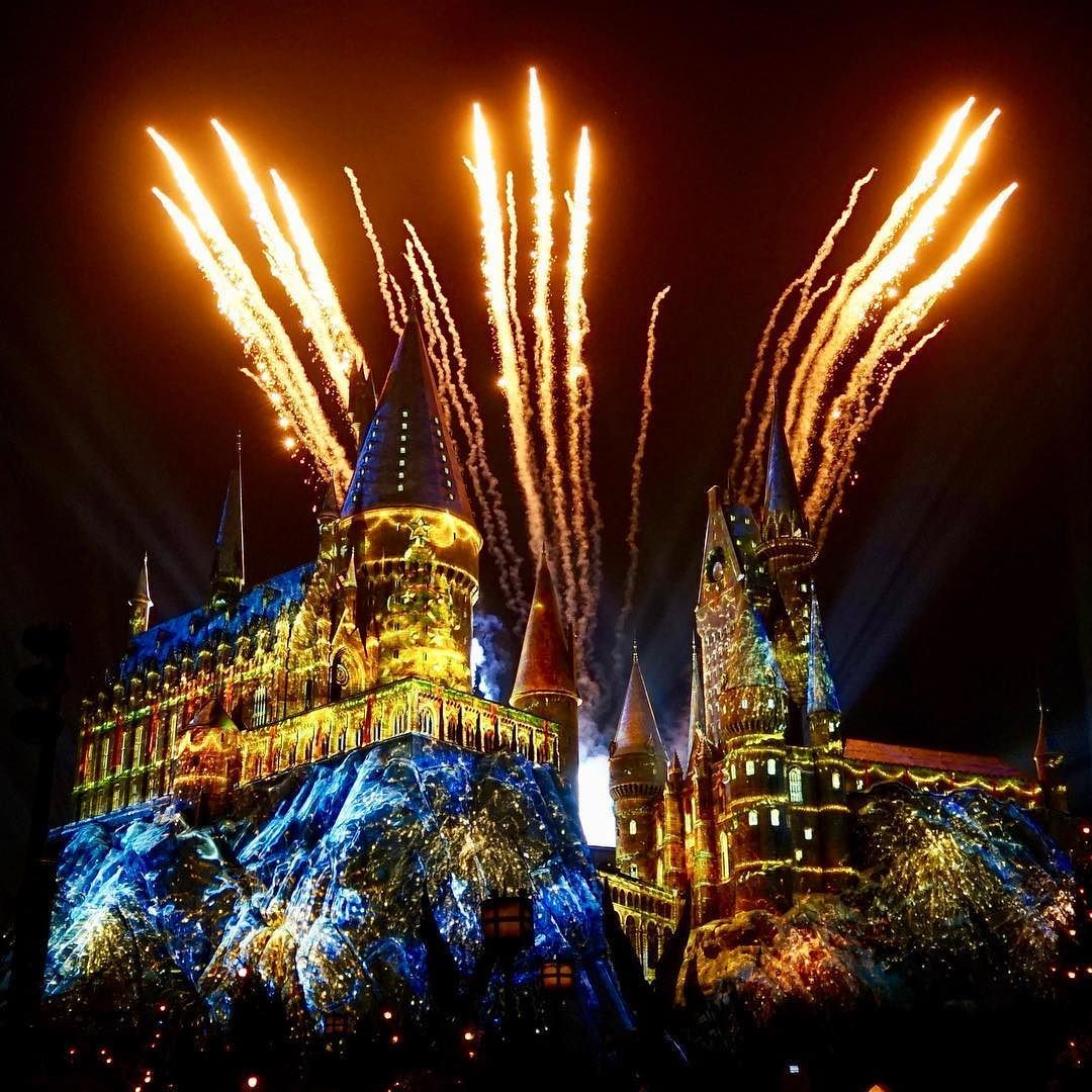 Its A Magical Christmas At Hogwarts This Year See The New Castle