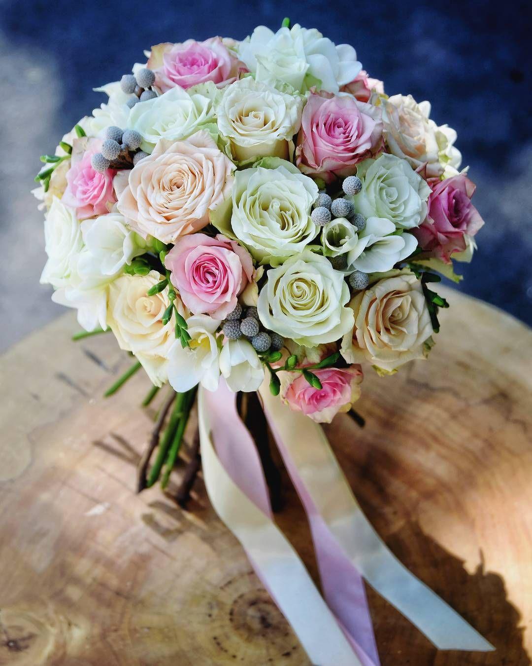 Rozanie Pastelowo I Pachnaco Czyli Kolejna Realizacja Slubna Minionego Weekendu Fot Monikabartz Buki Bridal Bouquet Wedding Flowers Flowers Bouquet