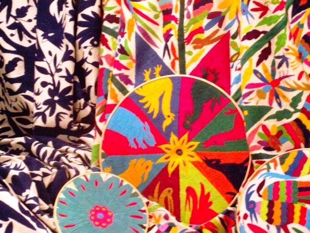 En Tenango de Doria, Hidalgo, las bordadoras estampan la flora y la fauna de su entorno en sus lienzos.