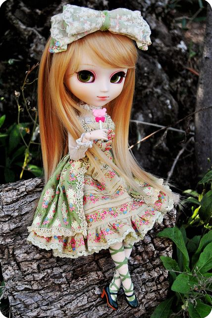 "Pullip doll, it's either that she is wearing one of the ""Innocent World"" doll's dress or she is an ""Innocent World"" doll with a new wig."