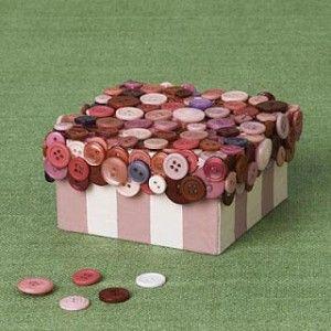 tu caja decorada con la tapa llenita de botones!!!