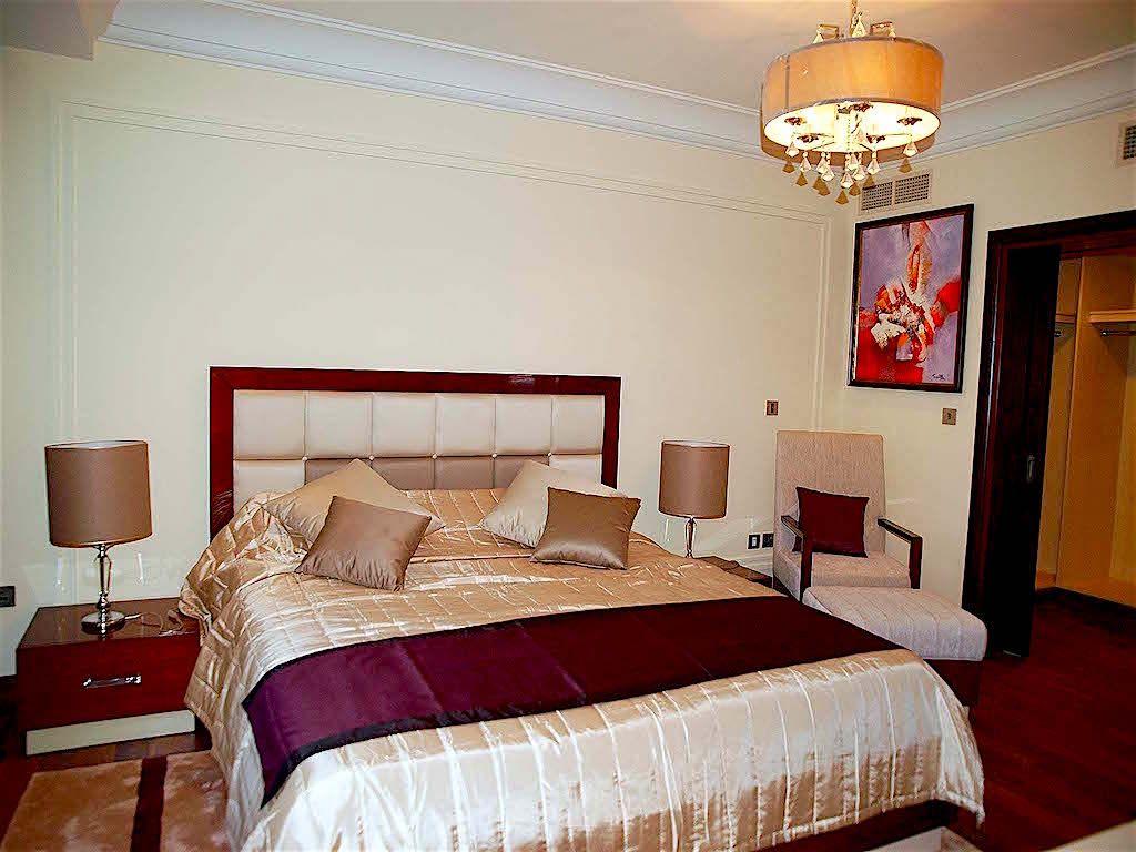 Apartments for shortterm rent mean taj grandeur residence