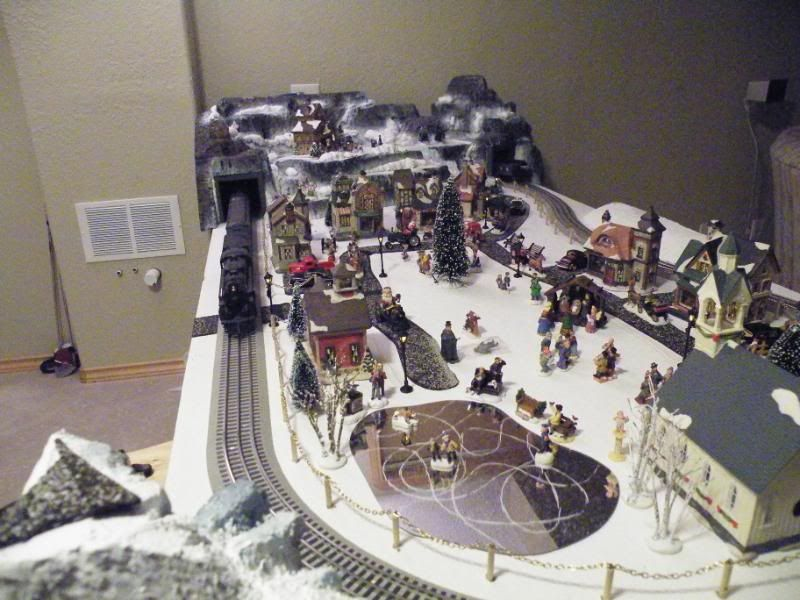 2020 Christmas Train O Guage 8' x '8 Layout | Lionel trains layout, Model train display, Model