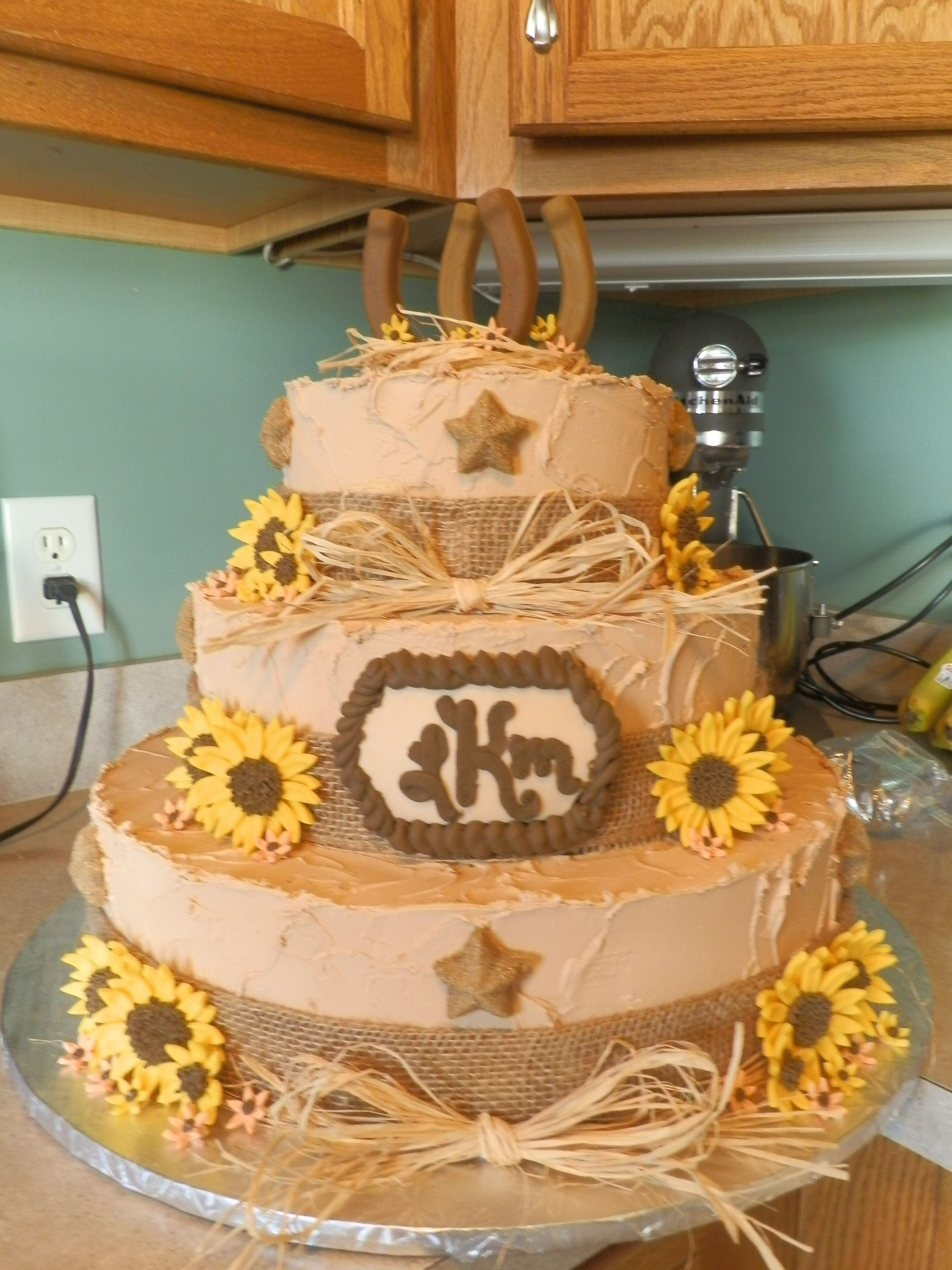 Decorating With Raffia Tiered Western Country Rustic Wedding Cake W Horseshoe Topper