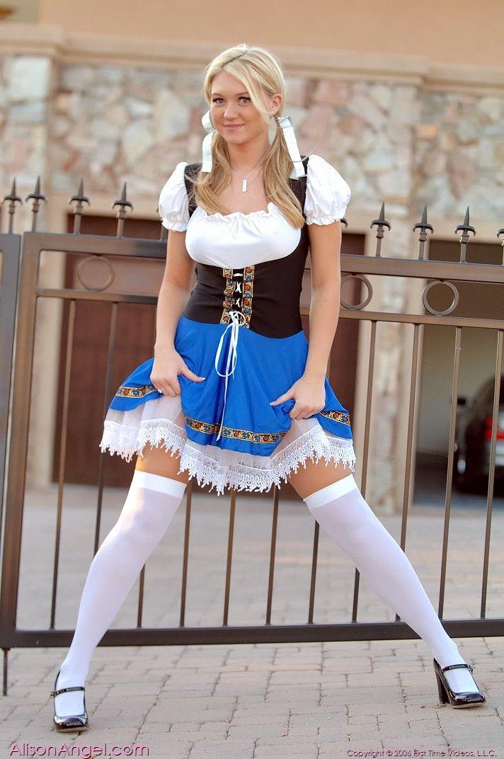 bottomless Dutch girl