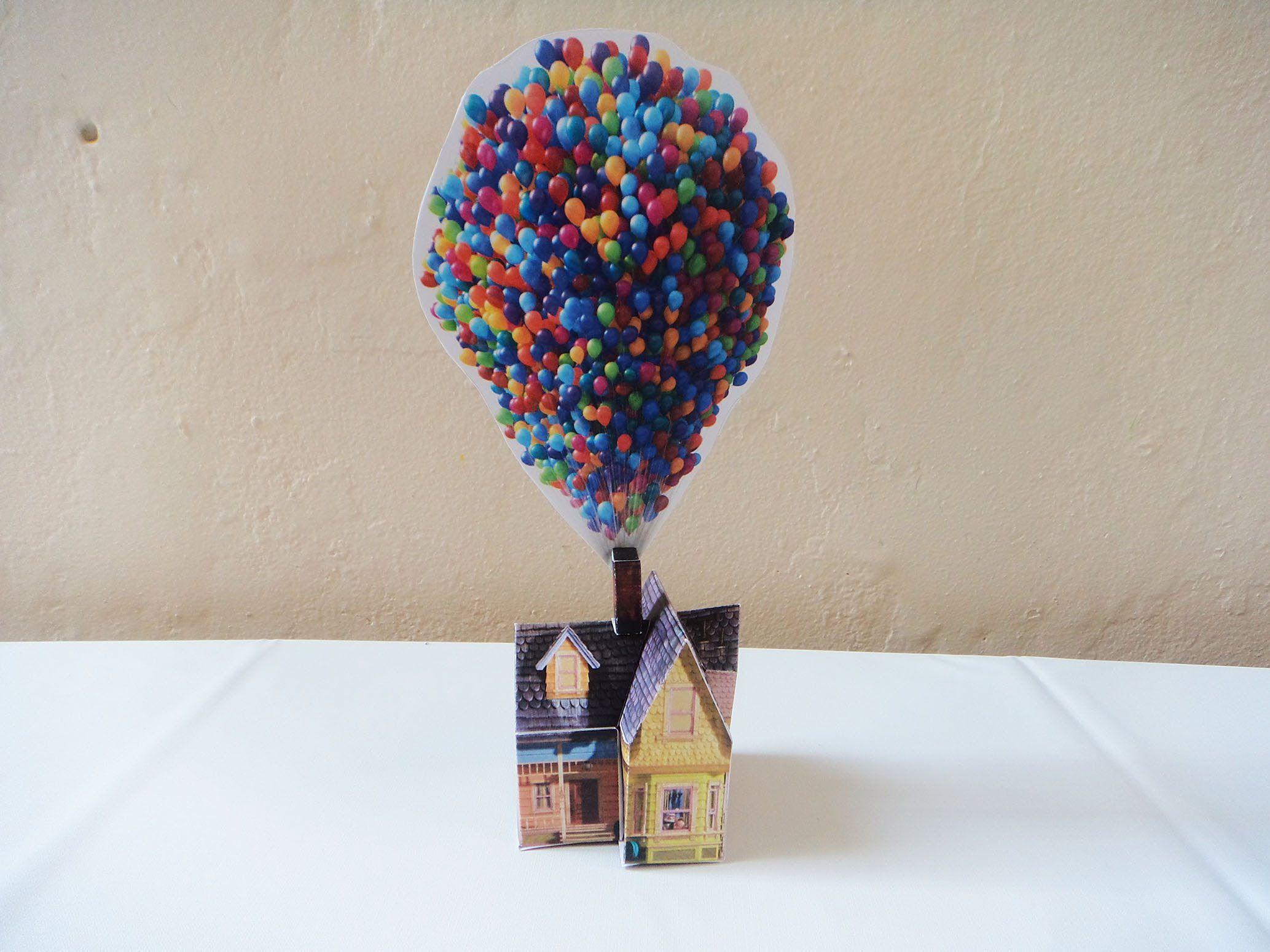 Passo a passo da montagem da casa do filme Up Altas Aventuras em papel couchê 230g. Link para download: http://family.disney.com/craft/up-house-with-balloons...