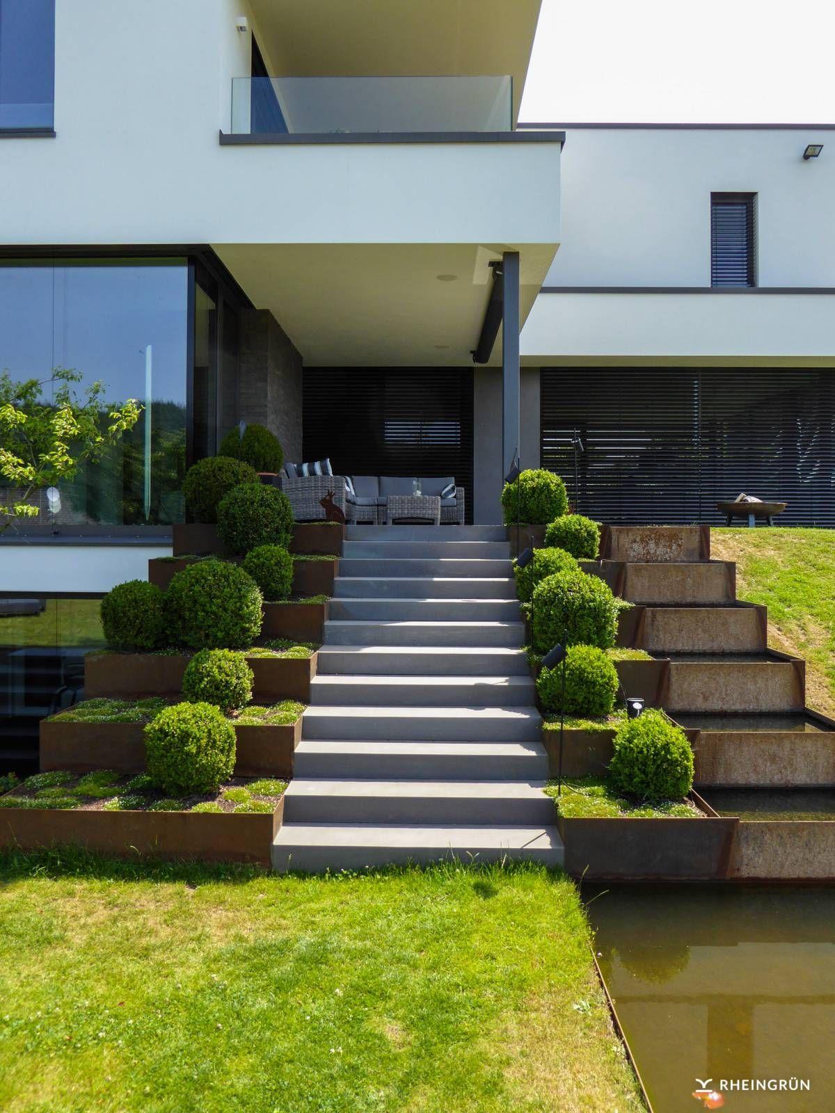 Attractive Gartengestaltung Hang The Best Of Minimalistische Am Mit Wasserbecken Aus Cortenstahl Und