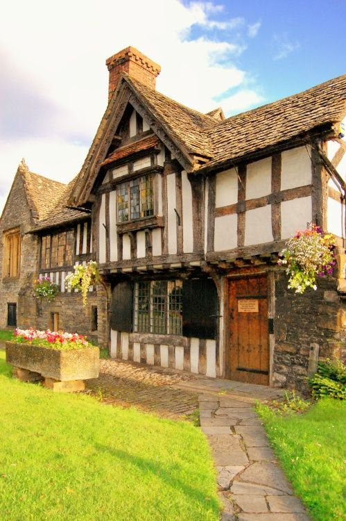tudor style houses have to be some of my favourites because of how