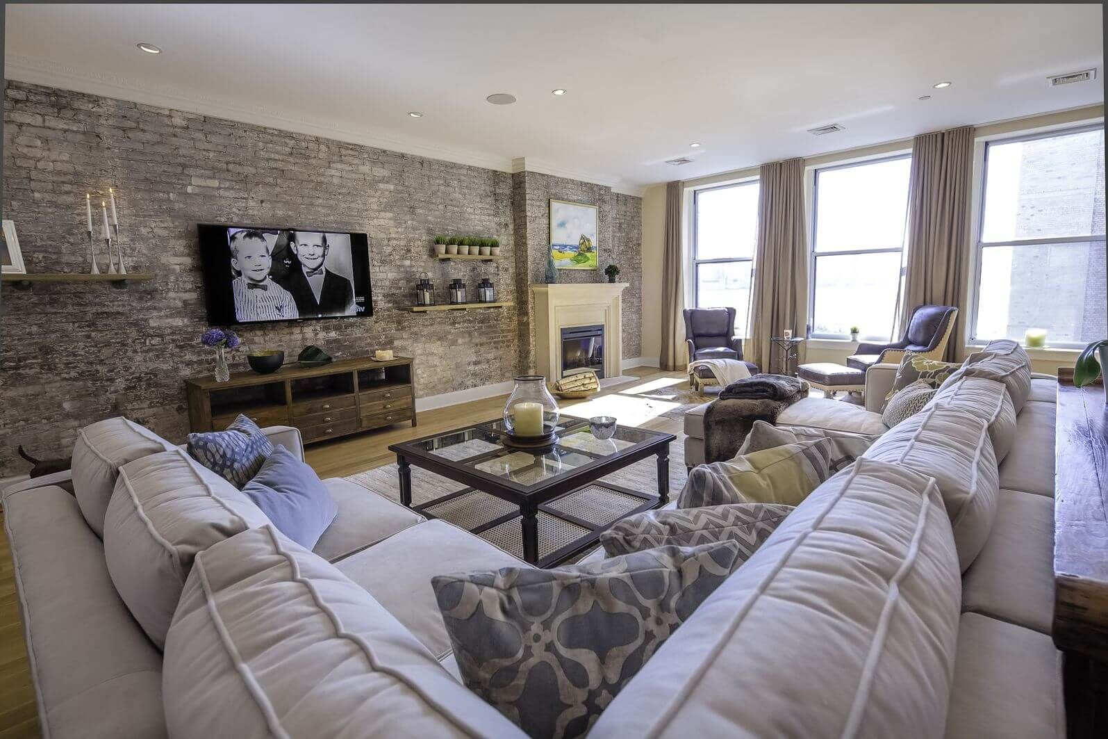 38 Types Of Sectional Sofas 2021 Buying Guide Family Room Sectional Large Sectional Sofa Large Family Rooms