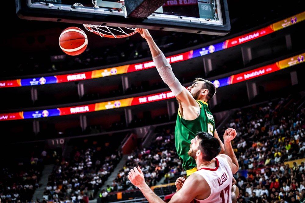 Dellavedova Australia Send A Message In Record Setting Performance Sports Basketball Court Australia