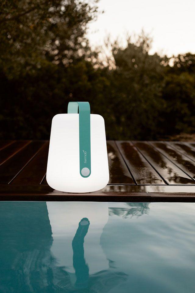 Gartenbeleuchtung am Pool | Lichter im Garten | Fermob Gartenleuchte ...