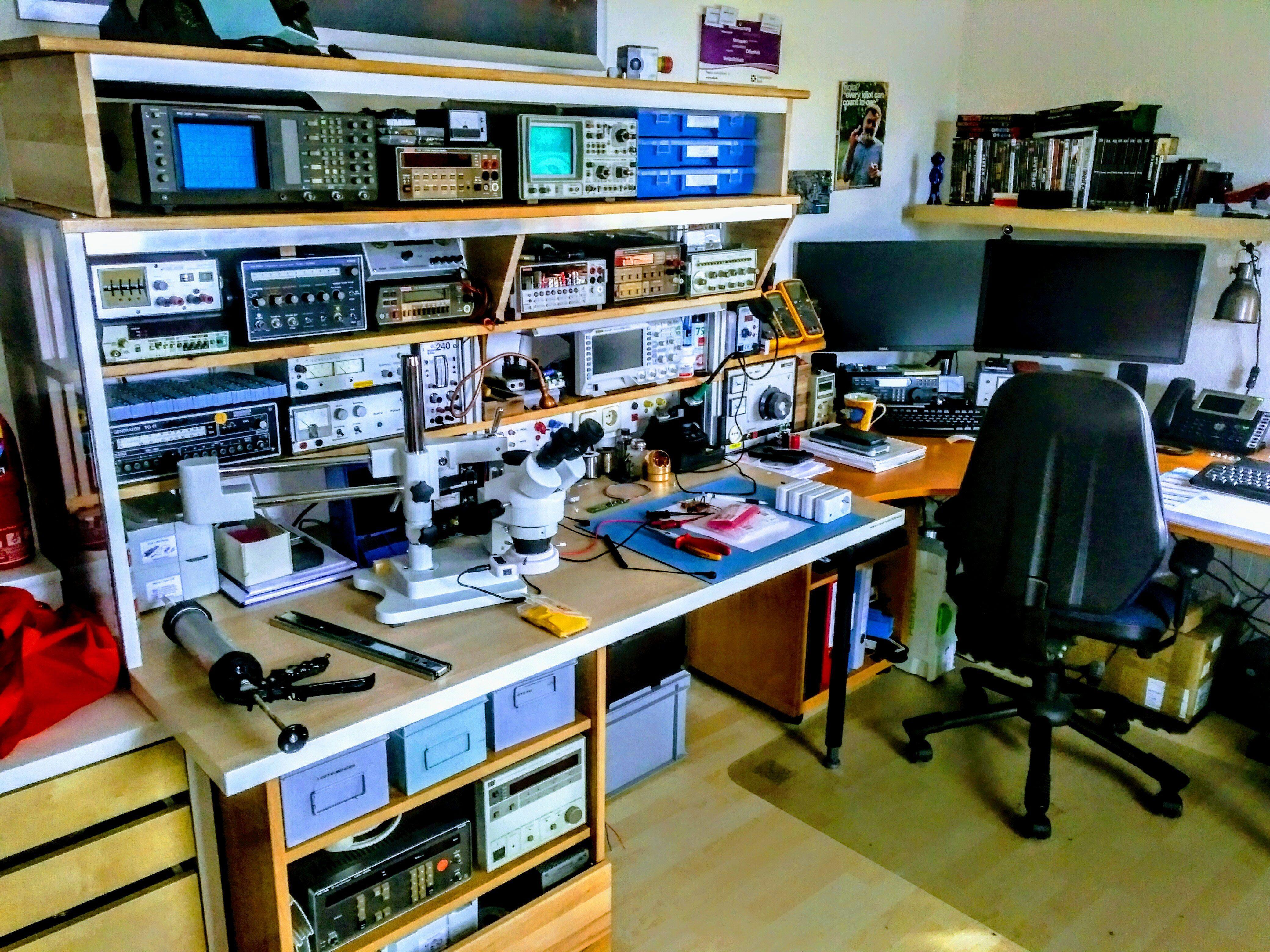 Das Labor Stripf Elektronik In 2020 Electronics Lab Workbenches Electronics Lab Electronics Workshop