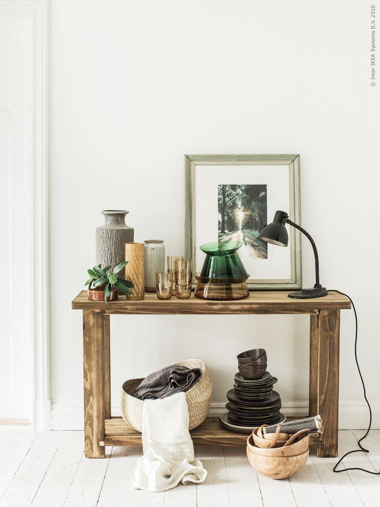 Alla matrum borde ha ett avlastningsbord för att samla extra porslin och annat man kan behöva när frukosten eller middagen blir lång. Eller för att duka upp sådant som kanske inte ryms på matbordet. Vi har valt att betsa avlastningsbordet REKARNE mörkt för att det då passar bättre hemma hos oss. Gästbloggare: Sofia Jansson, Mokkasin för Livet Hemma. Klicka på bilden för att läsa mer!