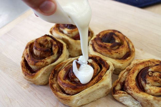 The Easiest Bacon Cinnamon Rolls Ever   Best Breakfast Treat for the Family! by Homemade Recipes at http://homemaderecipes.com/bacon-cinnamon-rolls/