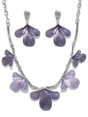 Svelte Purple Floral Jewellery Set Style Note  We love this feminine piece from Svelte, due to its classic design, it has the ability to take you from a day to night look with grace. Wear it with a monochromatic dress to bring the necklace into focus.