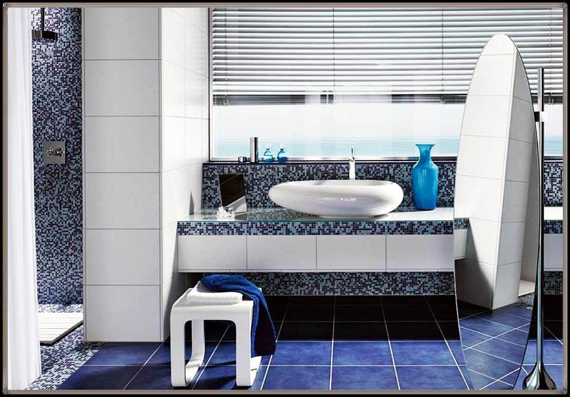 Badezimmer Blau Weiß Gefliest
