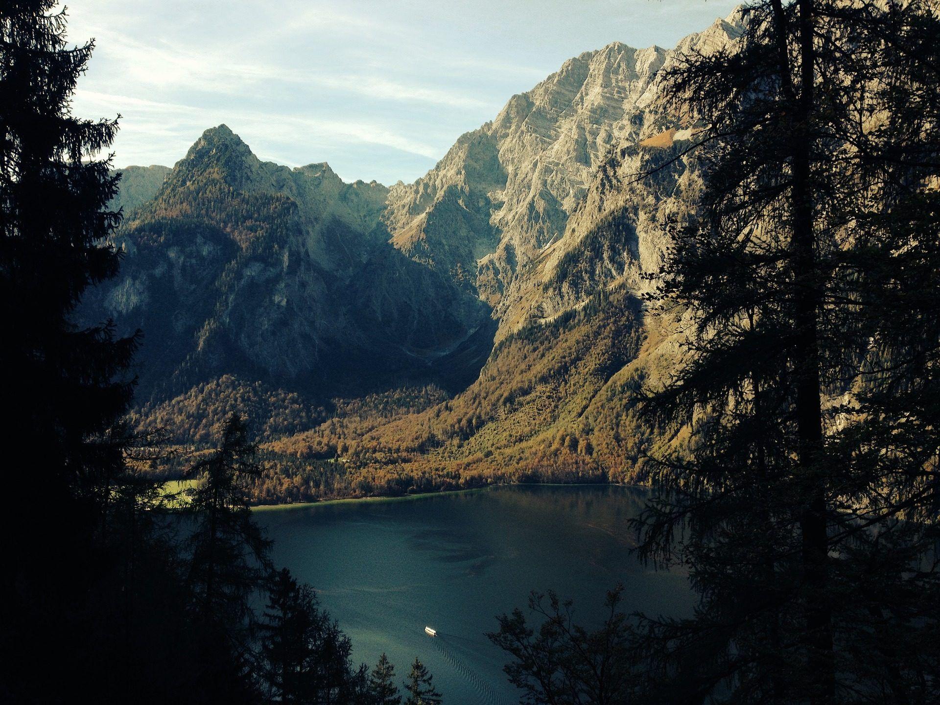 Lago Con Montañas Nevadas Hd: Montañas, Vegetación, Lago, árboles, Cielo, 1701101358