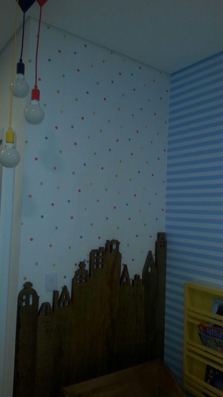 Painel de madeira e papel de parede